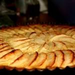 Unser Apfelkuchen mit Ricotta ist im Nu fertig. Lassen Sie sich durch die Einfachheit des Rezeptes nicht verunsichern: Er schmeckt ganz vorzüglich!
