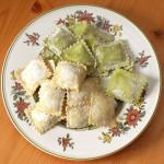 Die Bio-Ravioli Olive-Feta und Spinat-Ricotta im noch ungekochten Zustand.