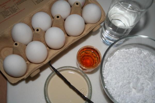 Die Zutaten für selbstgemachten Eierlikör