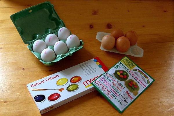 Zutaten für eine Ostereierfärben ohne chemische Zutaten