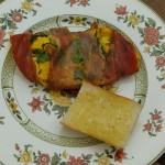 Putenfleisch mit Knoblauchbrot