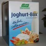 Pappkarton mit Joghurt-Box