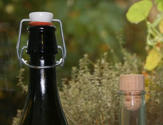 zwei Glasflaschen