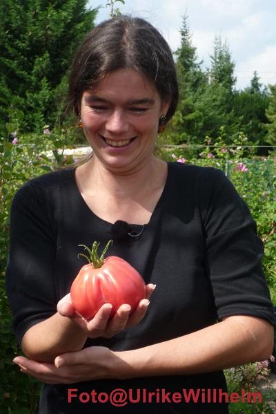Gärtnerin mit Tomate
