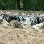 Wasserfall mit Steinen