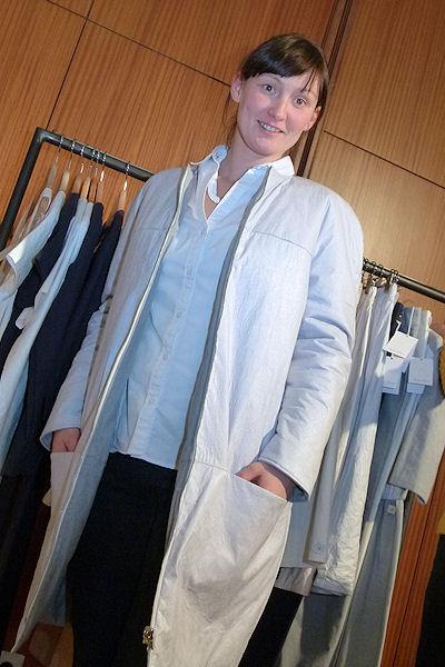 Anja Schneemann mit Mantel