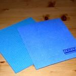 zwei neue blaue Schwammtücher