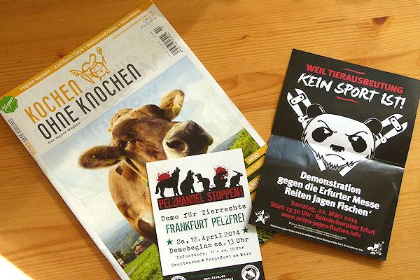 Polarisierende Fllyer und veganes Magazin