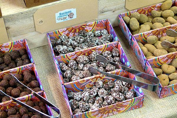 Nüsse und Früchte in bio-Rwas-Schokolade