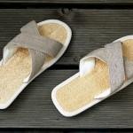 Zimt-Sandalen mit Kreuzriemen und Luffa Fußbett