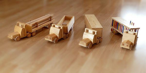 Holzlaster in vier Varianten