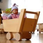 Kleiner Holz-Puppenwaagen