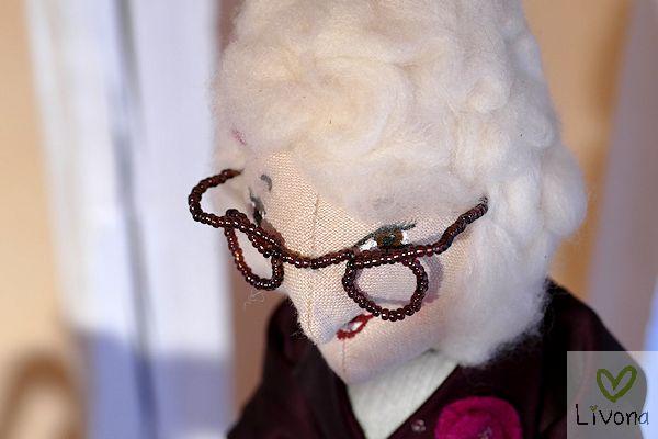 Bücherwurm und Brillenschlange: Bibliothekarin Roswitha