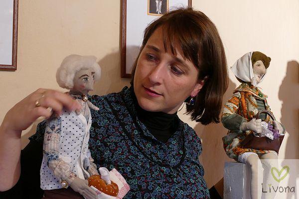 Künstlerin präsentiert Sammlerpuppen