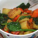 Kartoffeln mit würzigen Möhren und Spinat