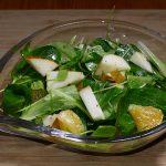 Feldsalat mit Obst der Saison