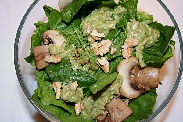 Spinatsalat mit Avocado