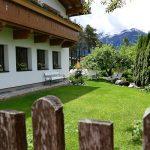Bio-Hotel-Schweitzer Blick übern Gartenzaun