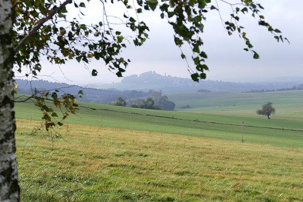 Hügellandschaft mit Blick zur Burg Stolpen