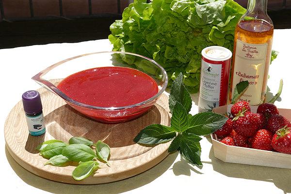 Erdbeer-Cremedressing mit Tonka Bio-Aroma und allen Zutaten