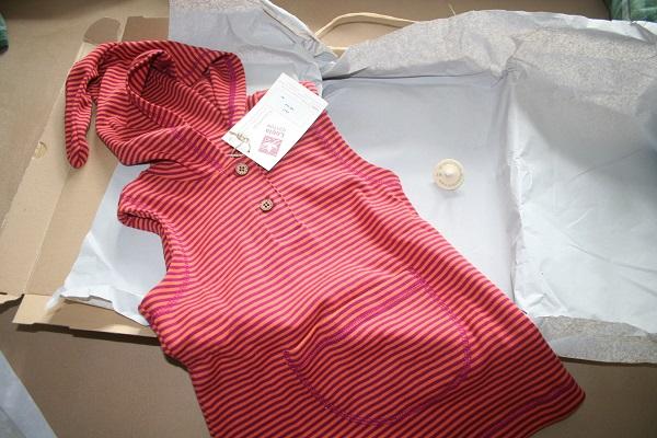 KInderkleid verpackt