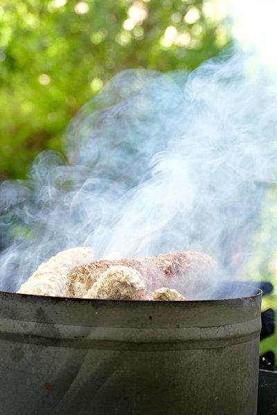Grillkolben im Kamin starker Rauch