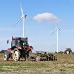 Traktoren bearbeiten Feld