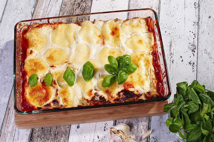 Gruenkohl-Ricotta-Cannelloni frisch aus dem Ofen