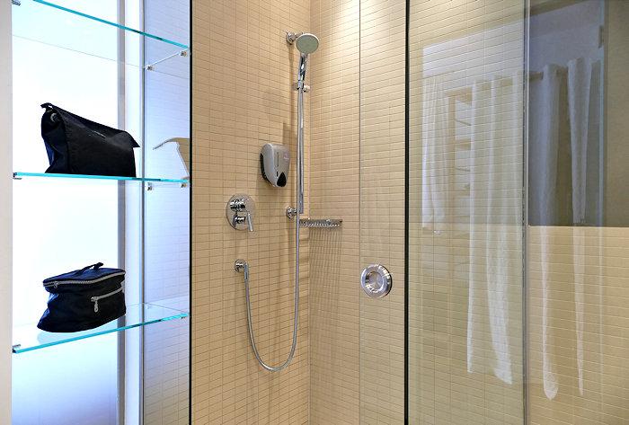 Ramsauhof großes Bad mit Dusche