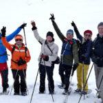 begeisterte Schneeschuhwandertruppe