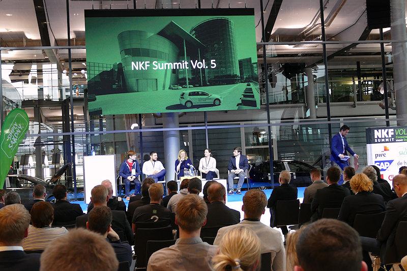 Marina Heimann futureSAX GmbH im Gespräch mit Teilnehmenden