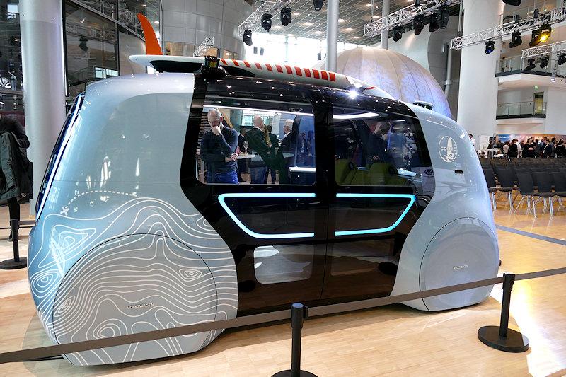 futuristische Fahrzeugstudie zum autonomen Fahren